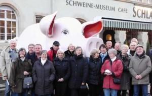 Vor dem Schweine-Museum